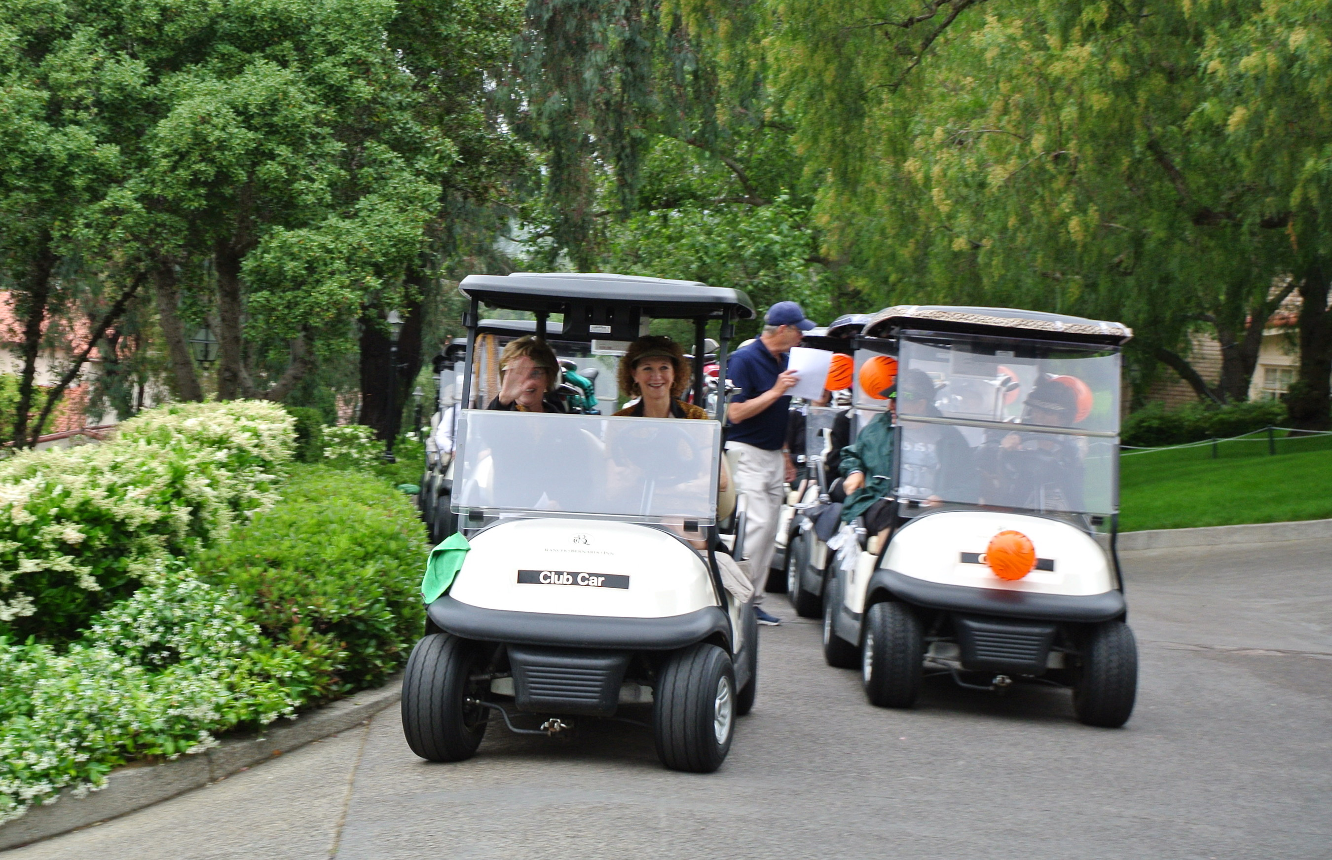 Golfers begin the caravan to their starting tee assignments